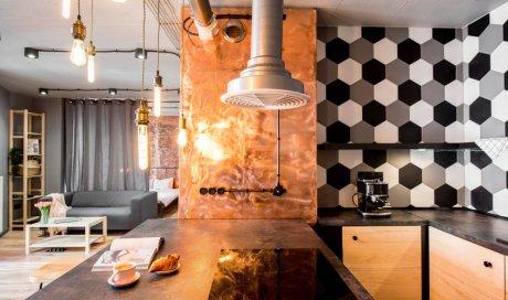 Entreprise professionnelle pour la pose de béton ciré dans une cuisine aménagée à Sète