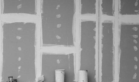 Société professionnelle pour la création et la pose d'une cloison dans un appartement en rénovation à Pérols