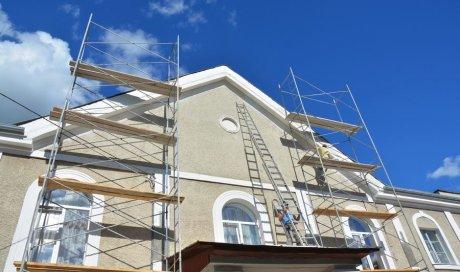 Entreprise professionnelle pour le ravalement de façade d'une maison à étages